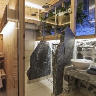 Badezimmer mit Sauna im Bauernhaus
