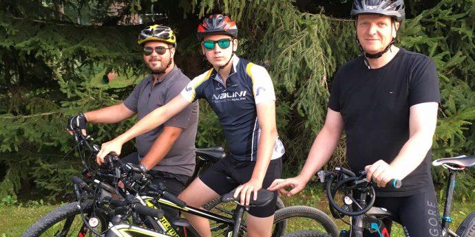 Foto-E-Mountainbikes-Familie Gerhart-Querformat